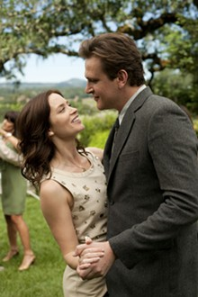 UNIVERSL STUDIOS - Emily Blunt and Jason Segel in  The Five Year Engagement .