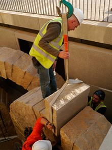SAINT LOUIS ART MUSEUM/LOUISE CAMERON - Andy Goldsworthy, hard at work on Stone Sea.