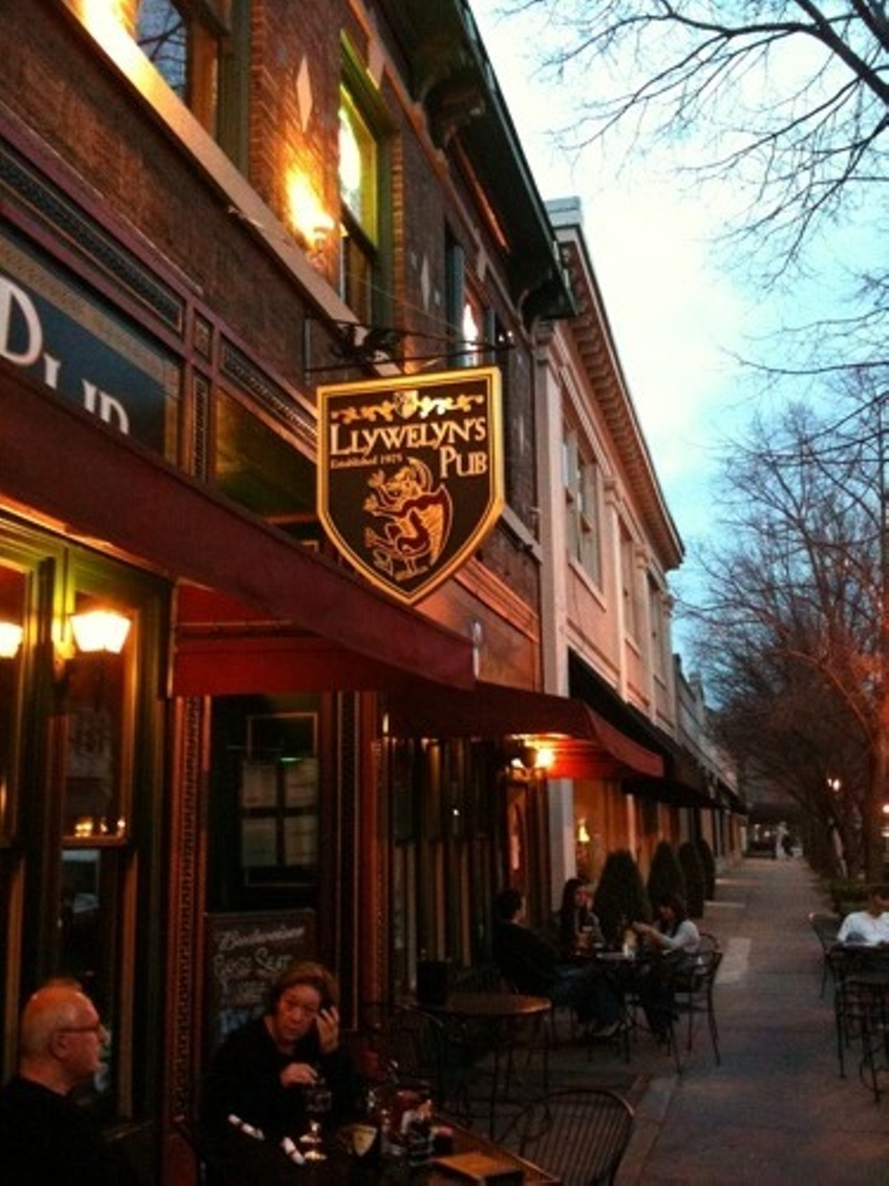 Llywelyn S Pub Central West End St Louis English Irish Bars And Clubs Music Venues Restaurants