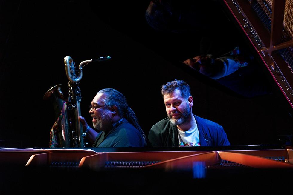 """Le saxophoniste Alex Harding (à gauche) et le pianiste Lucian Ban (à droite) joueront des sélections de leur album """"Dark Blue"""" au Bop Shop Records le mardi 8 octobre. - PHOTO DE CORNEL BRAD"""