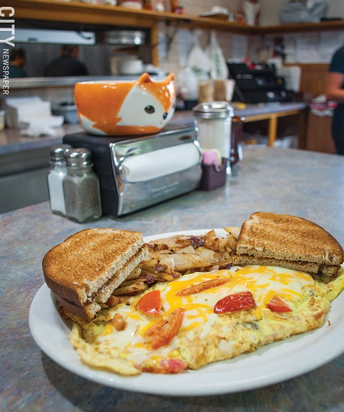 The Golden Fox's Mexican omelet with rye toast and home fries. - PHOTO BY RENÉE HEININGER