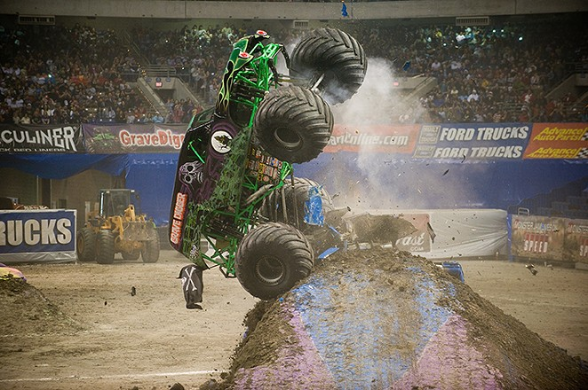 grave_digger_at_the_2009_monster_jam_in_san_antonio_090111-f-2907c-0960_.jpg