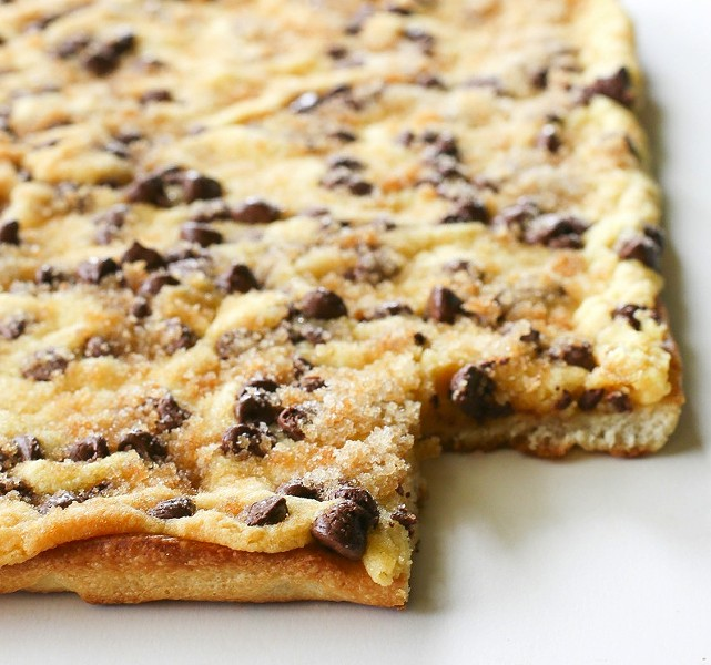 chocolate-chip-cookie-pizza11jpg