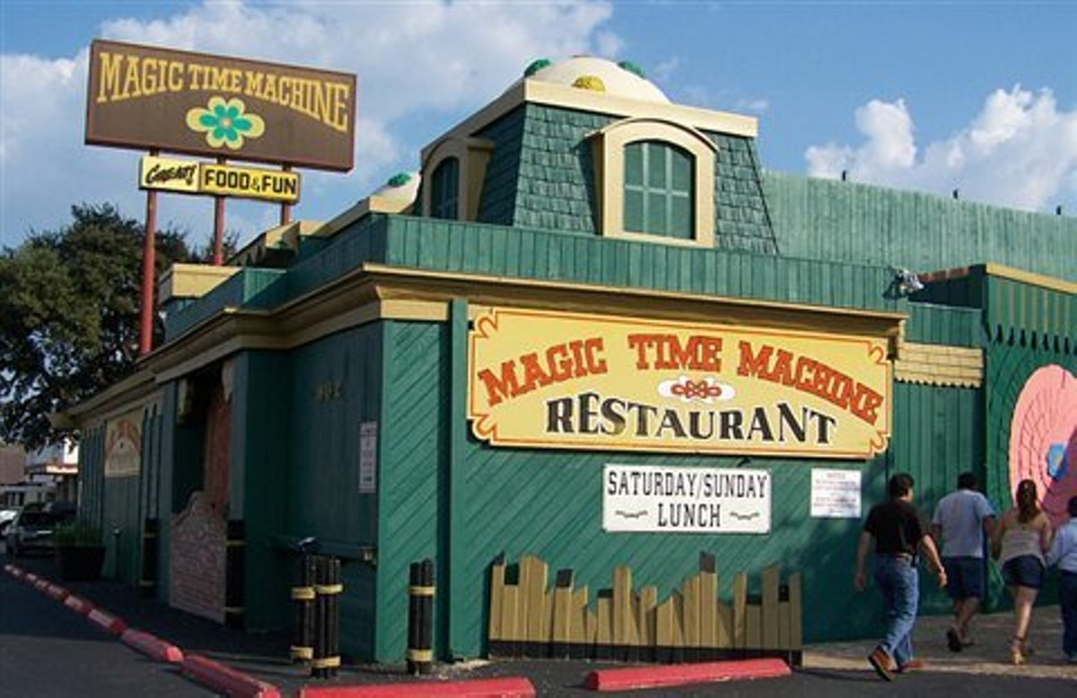 22 suffer through dinner at the magic time machine city