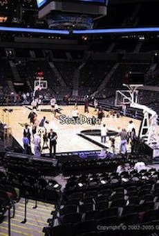 Craigslist Hookup: Free Spurs Ticket for a Lucky Lady