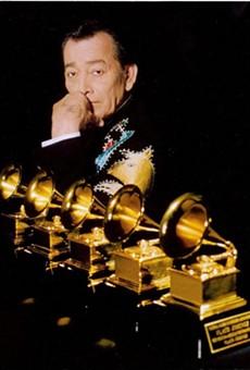 Jiménez showing off Grammys 1-5