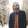 Steve Earle spits the bit and leads his own parade