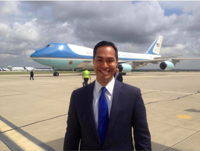 Julián Castro mugs in front of the plane he'd like to ride in one day. - VIA INSTAGRAM @ JULIANCASTROTX