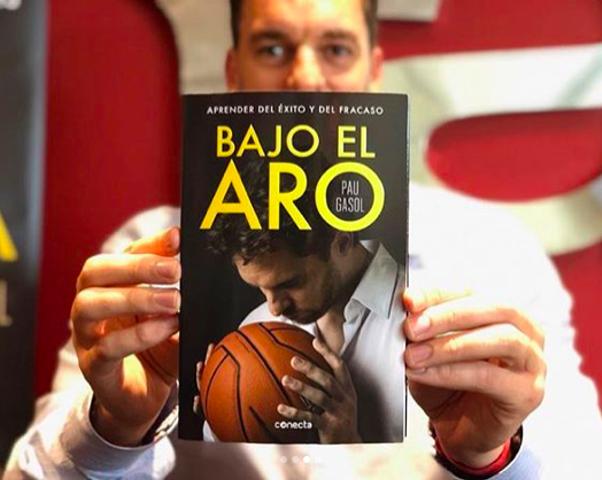 Pau Gasol shows off a copy of his autobiography, Bajo El Aro. - VIA INSTAGRAM