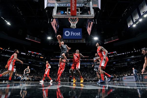 The San Antonio Spurs put away the Washington Wizards Sunday night, 132-119. - VIA TWITTER @SPURS