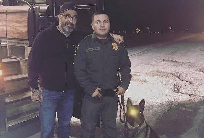 """""""Thanks for keeping us safe, guys,"""" read the caption of the original post of Aaron Lewis standing next to a border patrol agent a day after the RGV incident. - INSTAGRAM / AARON LEWIS"""