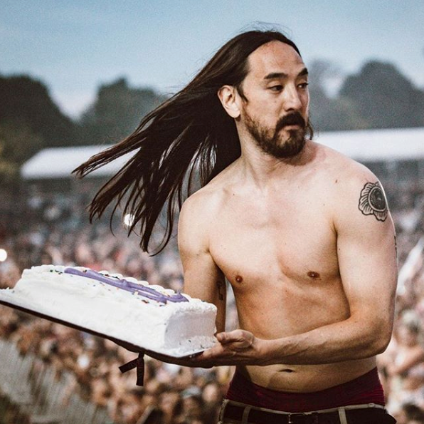 Steve Aoki about to throw a cake - FACEBOOK / STEVE AOKI
