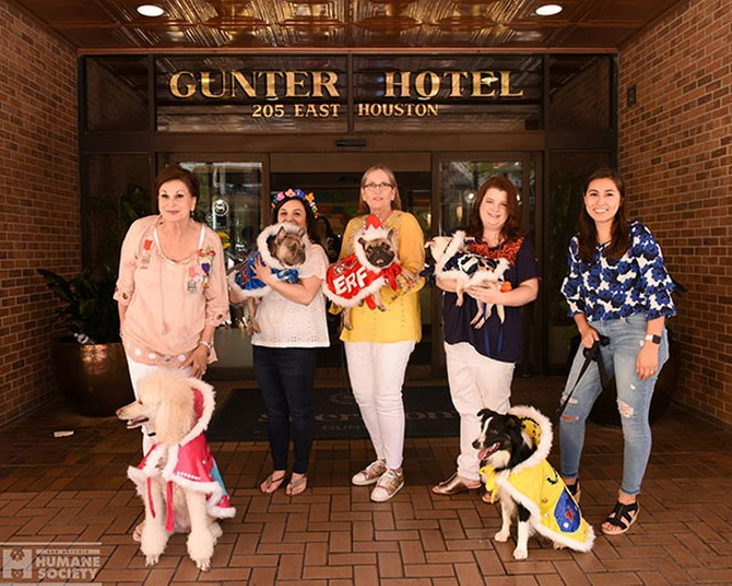 The complete El Rey Fido 2019 court poses outside the Gunter Hotel. - SAN ANTONIO HUMANE SOCIETY