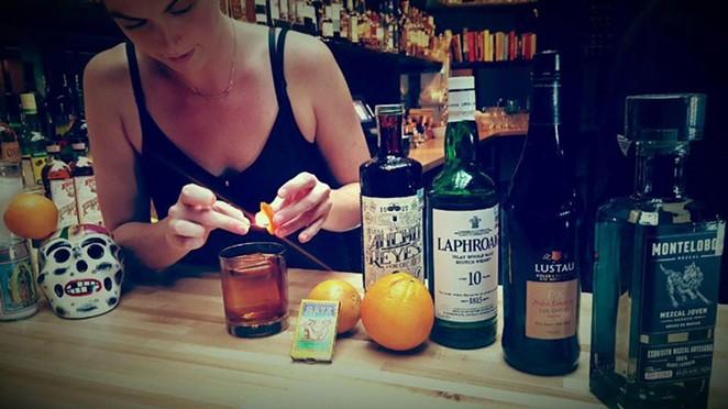 Bartendress Holli Medley crafting a Smooth as a Hot Comb cocktail. - COURTESY (MEZCALERÍA MIXTLI/FACEBOOK)