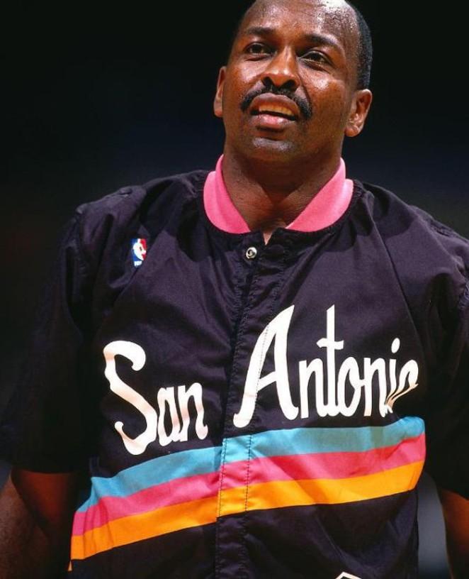 Moses Malone in the 1994-1995 season - VIA LOCKERDOME.COM