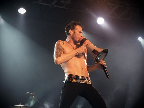 The slinky sexuality of former Stone Temple Pilots, Velvet Revolver and Scott Weiland and the Wildabouts' frontman - WIKIPEDIA