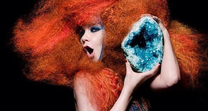 Björk - FACEBOOK.COM