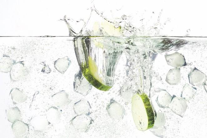 shutterstock_gin_and_tonicjpg.jpg