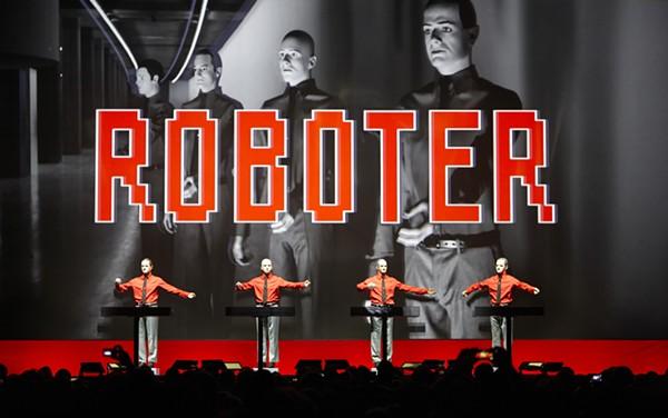 2_kraftwerk_roboter2_-_boettcher_kopie_secondarypressphoto.jpeg
