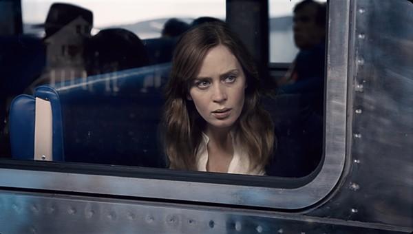 universal_studios_girl_on_the_train_2.jpg