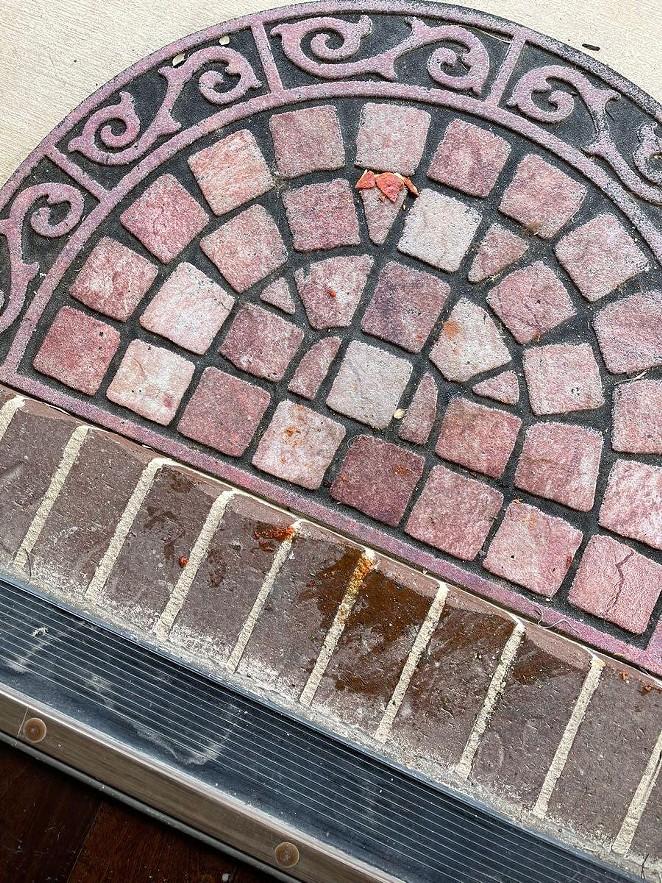 San Antonio Pizza Hut employee fired for throwing pizza onto customer's doorstep. - REDDIT / FLAMINGPIG