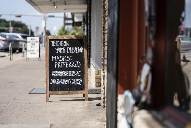 A sign at an Austin store tells patrons that masks are preferred. - TEXAS TRIBUNE / SOPHIE PARK