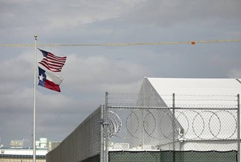A temporary processing facility for arrested migrants next to the Val Verde Sheriff's Office in Del Rio on July 23, 2021. - THE TEXAS TRIBUNE / MIGUEL GUTIERREZ JR.
