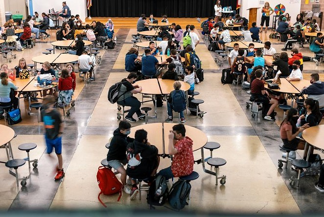 Between Aug. 16 and Aug. 22, there were 14,033 positive COVID-19 cases reported among students across the state. Credit: Jordan Vonderhaar for The Texas Tribune - TEXAS TRIBUNE / JORDAN VONDERHAAR