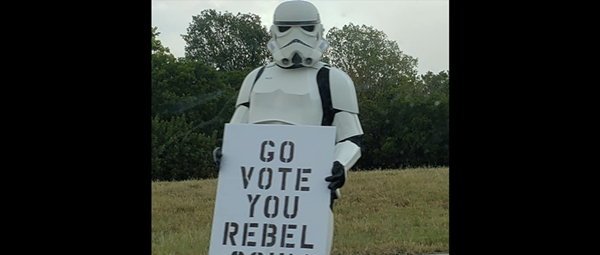 Star Wars stormtrooper spotted in New Braunfels urging motorists to vote