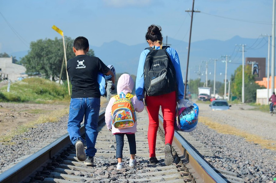 A 16-year-old girl and her two younger siblings are seen in this December 10, 2014, near a catholic charity that serves migrants at a nearby train station. The trio was in Mexico. They were trying to reach the U.S. from Honduras. - © UNICEF/UNI176266/OJEDA