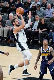Spur Marco Belinelli drives through the Denver defense.