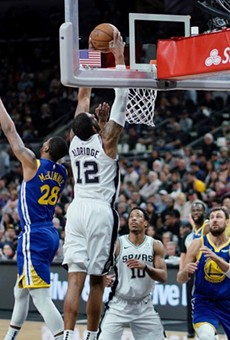 LaMarcus Aldridge dunks past Golden State's Alfonzo McKinnie.