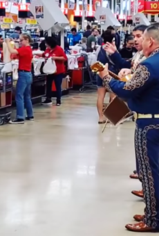 Mariachis Play at San Antonio-Area H-E-B While Shoppers Stock Up for Coronavirus Self-Quarantine