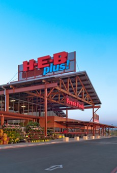 San Antonio-based H-E-B gifts groceries to Leander shoppers after store power fails amid storm