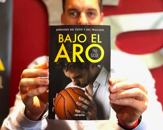 Pau Gasol shows off a copy of his autobiography, Bajo El Aro. - VIA INSTAGRAM