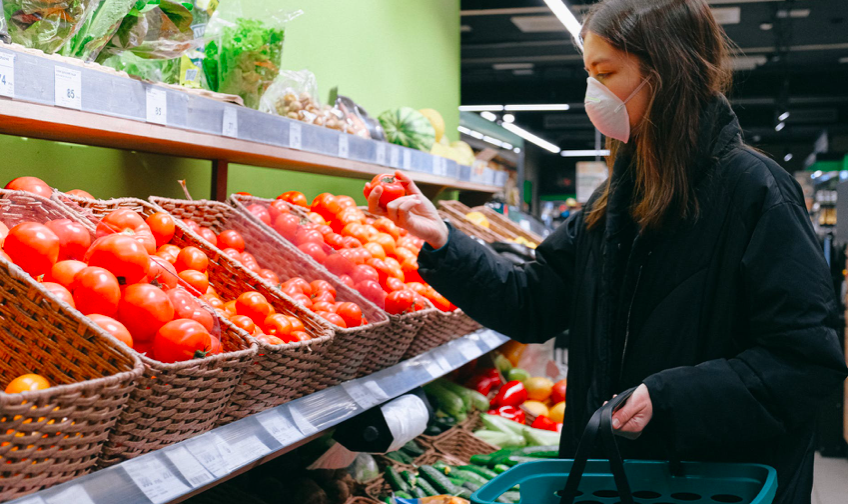 Grocery shopping is considered a low-moderate risk, according to the Texas Medical Association. - PEXELS / ANNA SHVETS