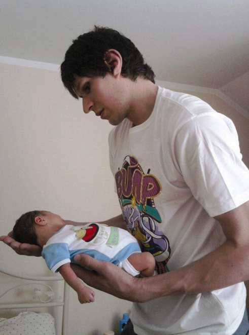 Boban Marjanović holding a baby with his enormous hands. - VIA TWITTER USER @JBBREAZEALE
