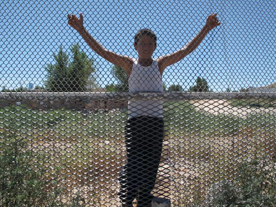 THROUGH THE WALL: A TRAVES DEL MURO