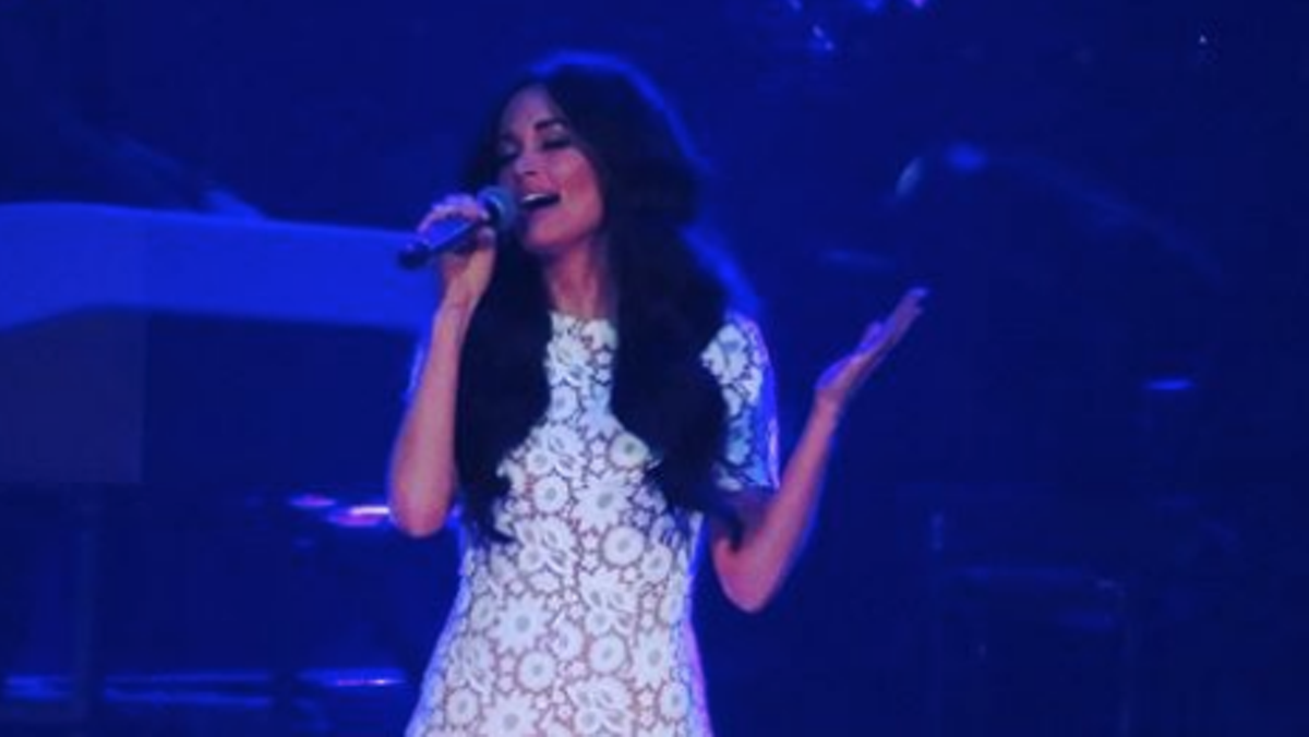 Grammy Winner Kacey Musgraves Covers Selena S Quot Como La