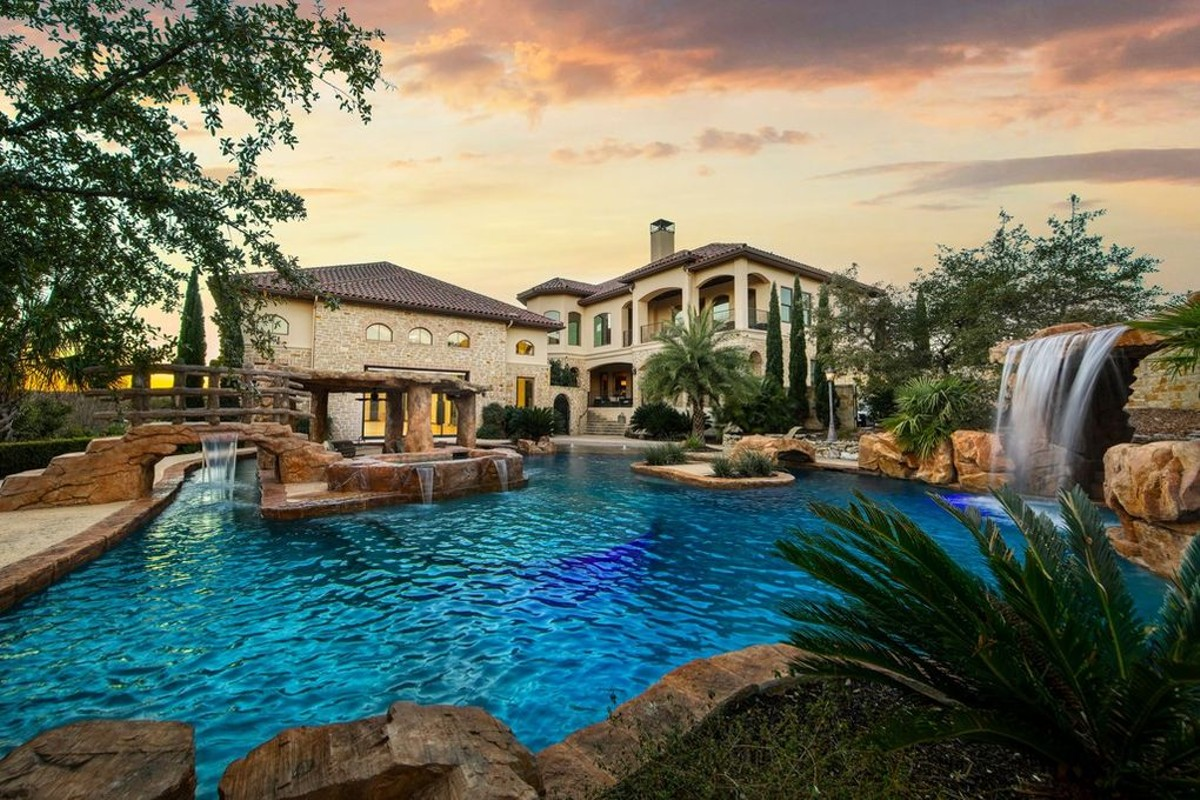 A San Antonio Doctor Not A Spur Is Selling This 2 5 Million Mansion With An Indoor Basketball Court San Antonio Slideshows San Antonio Current