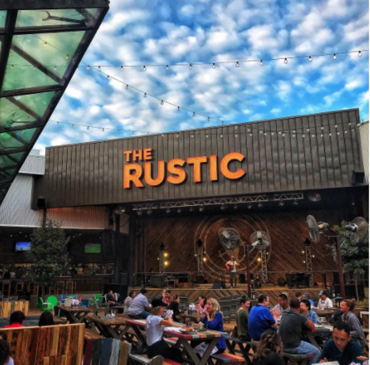 24 San Antonio Bars And Restaurants Where You Can Enjoy Live