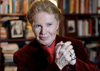 Documentary <i>Mucho Mucho Amor</i> on Beloved Astrologer Walter Mercado Debuts on Netflix This Week