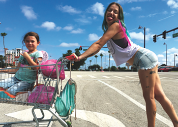 Lost Souls Gather Around the Margins of Disney World in <i>The Florida Project</i>