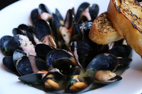 Bambara's Mussels a la Manhattan