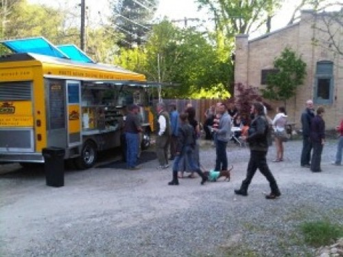 chowtruck.com - LUNCH AT THE CHOW TRUCK.