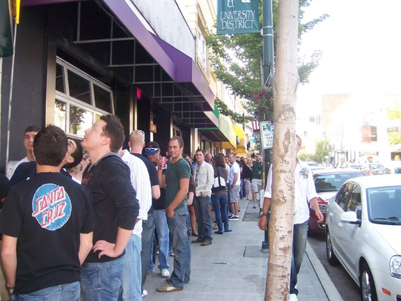 line_around_the_block_in_seattle.jpg