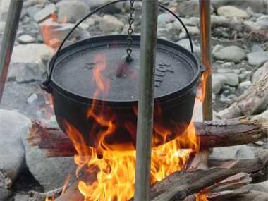 dutch_oven_campfireweb.jpg