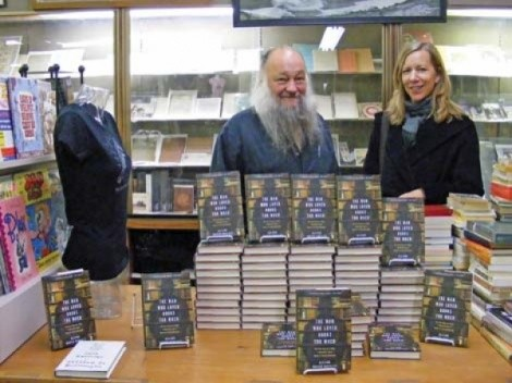 Ken Sanders with author Allison Hoover Bartlett - JOANN WONG