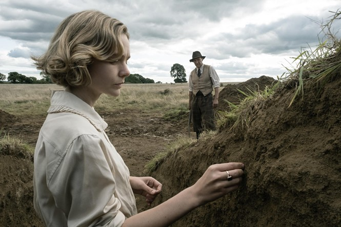 Carey Mulligan and Ralph Fiennes in The Dig - NETFLIX