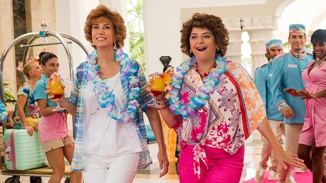 Kristen Wiig and Annie Mumolo in Barb & Star Go to Vista Del Mar - LIONSGATE FILMS